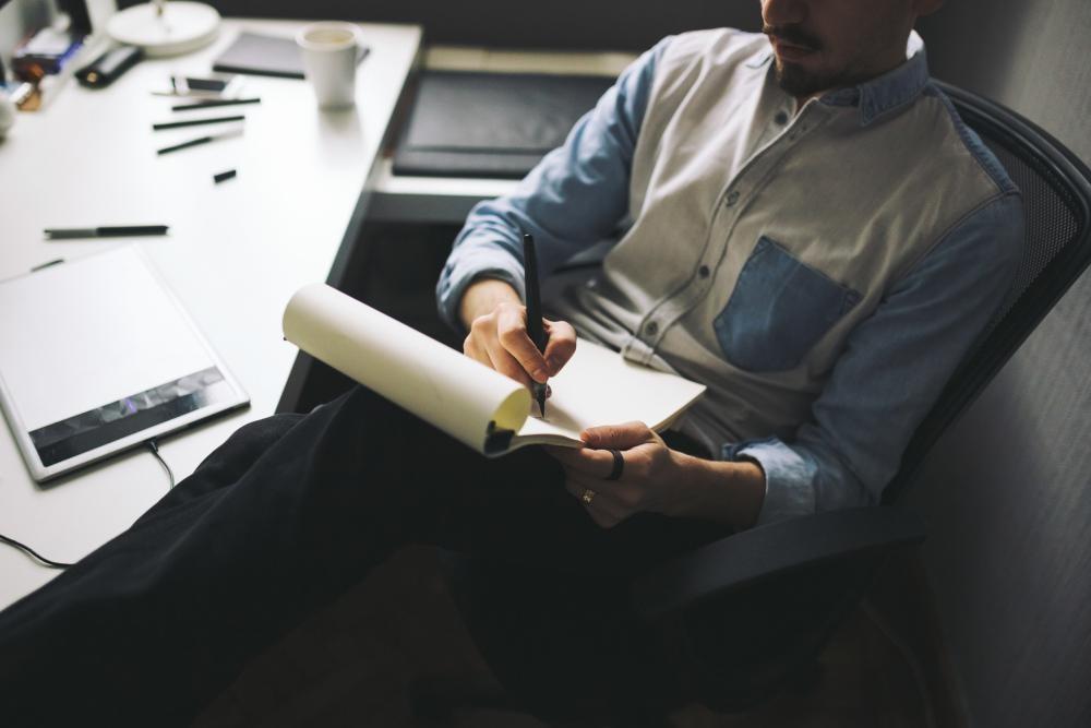 Программа курса содержит 10 тематических модулей. Введение. Какие бывают шрифты. Параметры шрифта. Как выбирать шрифт для проекта? Часть 1: параметры. Знаковый состав шрифта. Как выбирать шрифт для проекта? Часть 2: качество шрифта.